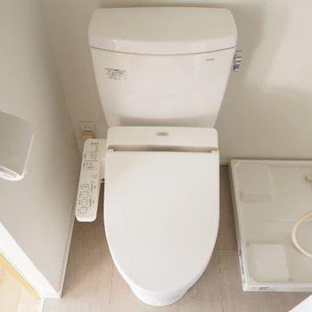 トイレは脱衣スペースに※写真は5階の同間取りの別部屋です