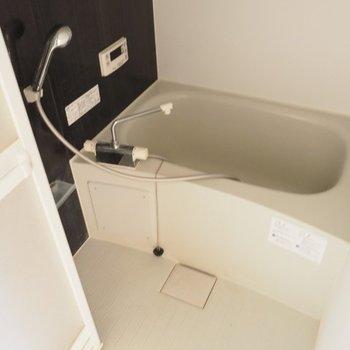 お風呂は棚付きです※写真は5階の同間取りの別部屋です