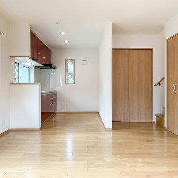 木のぬくもりが落ち着く、新築のお部屋です。
