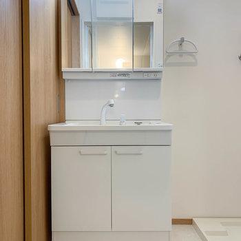 洗面台も使いやすい大型のものが。