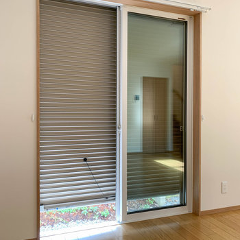 1階の窓には雨戸付き。防犯面や悪天候時にも頼もしいです。