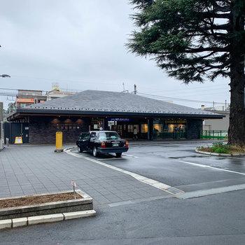 大宮公園駅です。古き良き日本家屋のような駅舎が良いですね〜