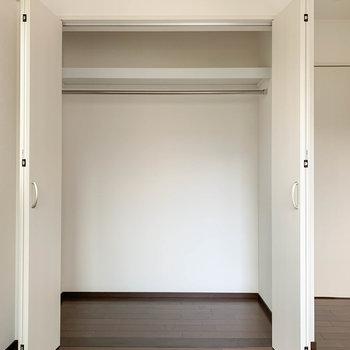 【洋室6.6帖】こちらも幅の広いクローゼットです。