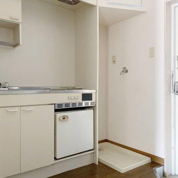 洗濯機置場はキッチンのお隣さん。家事を効率化できそう◯