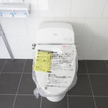 新品の温水洗浄便座(※写真は3階の同間取り別部屋のものです)