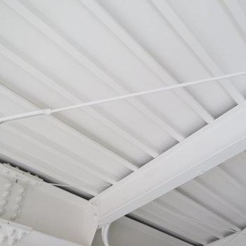 天井の無骨さもかっこいい(※写真は3階の同間取り別部屋のものです)