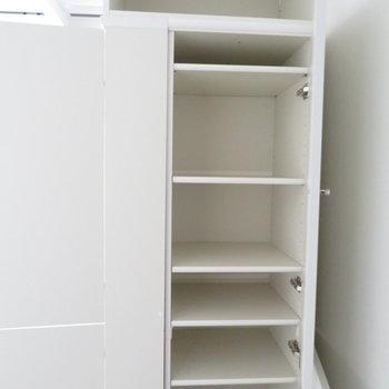 唯一の収納はシューズボックス(※写真は3階の同間取り別部屋のものです)