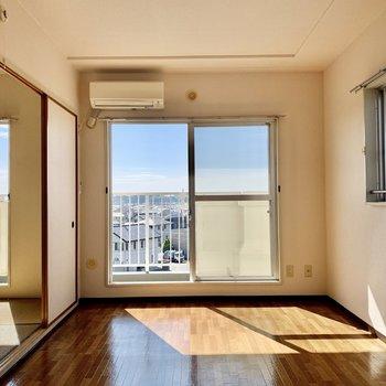 【洋室6帖】テレビは窓の右横へ。