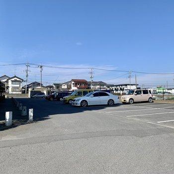 駐車場もゆったりしていて停めやすそう。