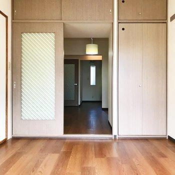 【洋室6帖】DK、和室へ繋がっています。