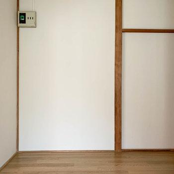 キッチンからクルッと後ろを振り向くと。あの角に冷蔵庫置けそうです。