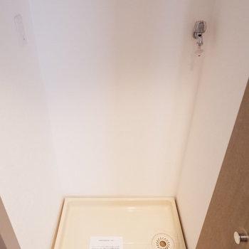 洗濯機置場は扉で隠せます。※写真は14階の同間取り別部屋のものです