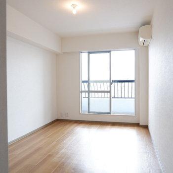シングル以上のベッドも置けますね♪※写真は14階の同間取り別部屋のものです