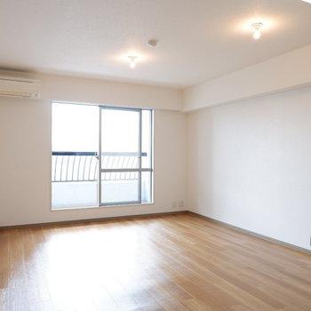 ゆったりダイニングキッチン♪※写真は14階の同間取り別部屋のものです