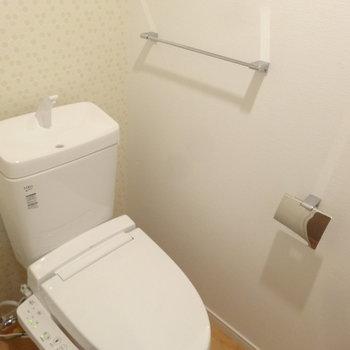 トイレはウォシュレット付!(※写真は2階の同間取り別部屋のものです)