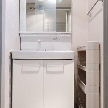 独立洗面台は嬉しい〜♪(※写真は3階の反転間取り別部屋のものです)