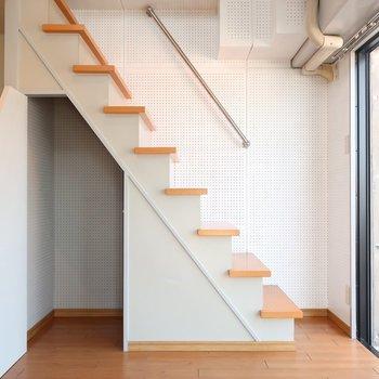 実は階段下にもこっそり収納忍ばせておきましたっ!(※写真は3階の反転間取り別部屋のものです)
