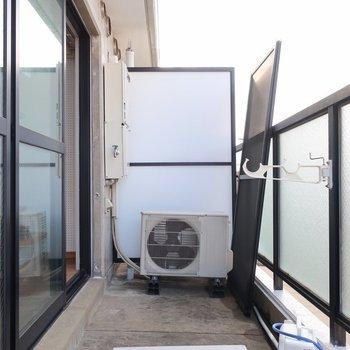 洗濯機はバルコニーが定位置◎(※写真は3階の反転間取り別部屋のものです)