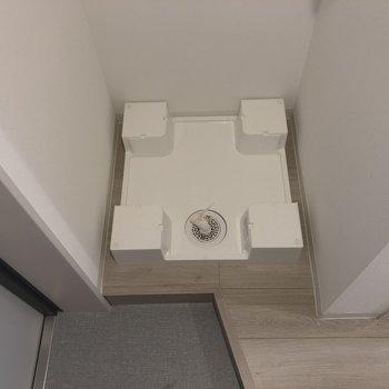 玄関入って左側に洗濯機置場があります。※写真は2階の同間取り別部屋のものです