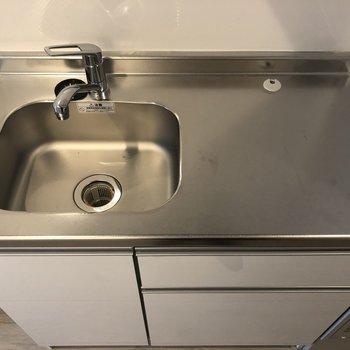 キッチンにはIH1口コンロが設置予定です。※写真は2階の同間取り別部屋のものです