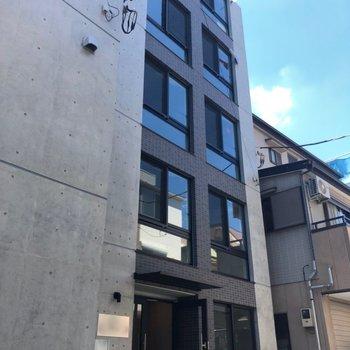 コンパクトな建物です。