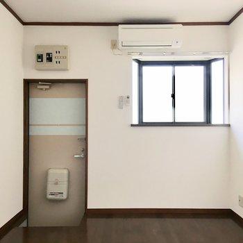 窓が北東向きなので、室温調節がしやすいですね。