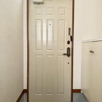 靴箱があるので玄関スペースもすっきりと。