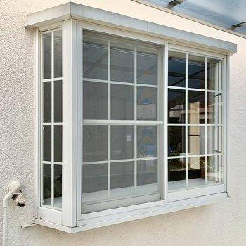 自慢したくなるようなかわいい出窓。