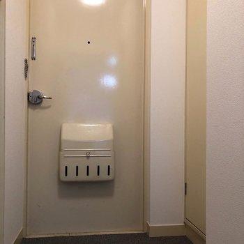 シンプル玄関。