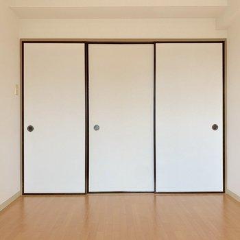 【洋室②】続いて、お隣の洋室へ
