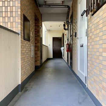 お部屋はエレベーターすぐの角部屋です