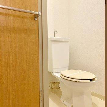 トイレは正面にあります