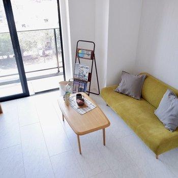 白を基調とした明るいお部屋※家具はサンプルです