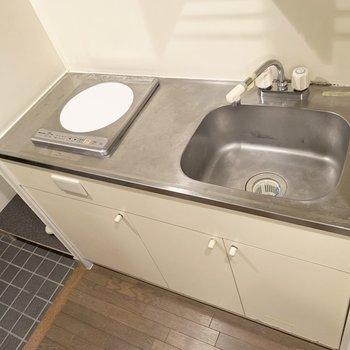 便利グッズを活用して調理スペース確保○(※写真は9階の同間取り別部屋のものです)