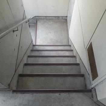 2階なので階段を利用してもいいですね。