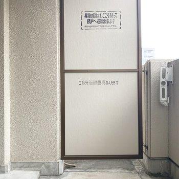 バルコニーは奥行きがあってゆったりめ。(※写真は9階の同間取り別部屋、清掃前のものです)