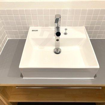 洗面台は大工お手製の特別仕様◎