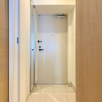 廊下側に水回りがまとまっています。(※写真は8階の同間取り別部屋のものです)