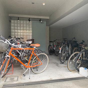 駐輪場は屋根のあるところに。
