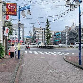 駅の逆側にも少し商店街が伸びます。