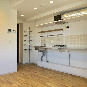横長のキッチン。タイルがかわいい。※写真は前回募集時のものです(※写真は2階〜はそのまま)
