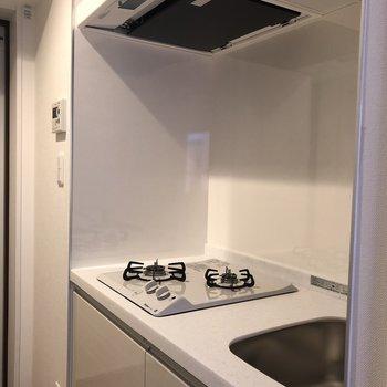 キッチンは作業スペースがコンパクトです。