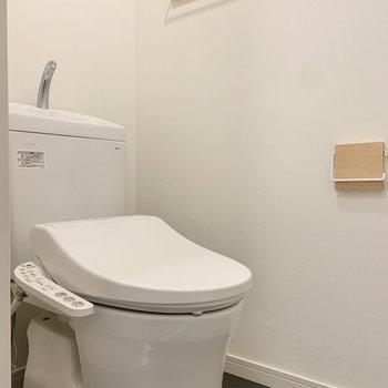 トイレは脱衣所内にあります。