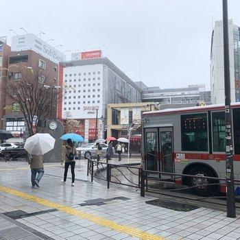 駅前にはお店が充実しています。