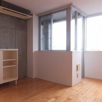 コンクリ×無垢材の贅沢空間 ※写真は5階の反転間取り別部屋のものです