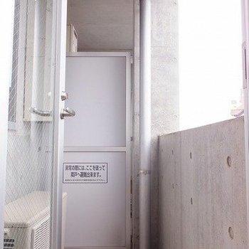 バルコニーはこちら! ※写真は5階の反転間取り別部屋のものです
