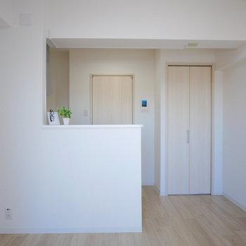 対面式のキッチンです!手元は腰壁で隠れます。※別部屋募集時の写真です