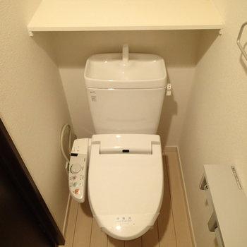 トイレにはシェルフとかあって使いやすそう※写真は前回募集時のものです