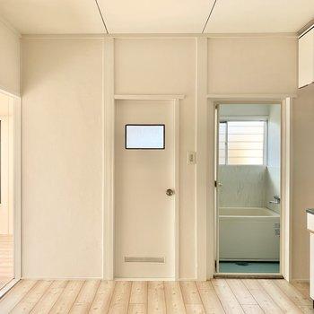 DKは冷蔵庫や、食器棚も置けるスペース◎