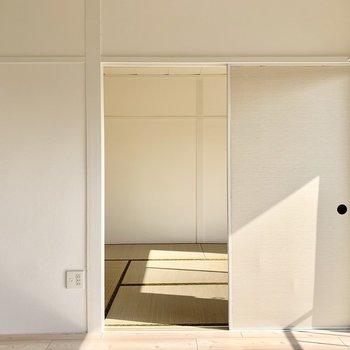 隣の和室とは仕切り戸で仕切れます。